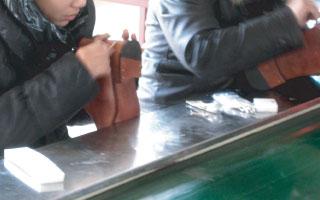 シメイティング靴製造職人現場