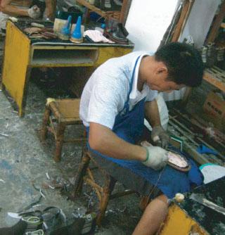 職人によるグッドイヤー靴生産ルーム